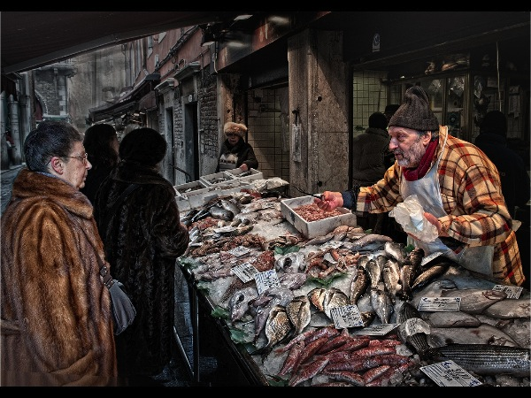 england_jane-m-lines-lrps-cpagb_the-fishmonger_digital-phototravel_commended