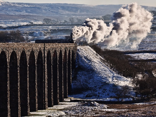 england_les-auld-bpe1_the-fellsman-at-ribblehead_digital-phototravel_commended