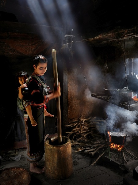 vietnam_dinh-chieu-hoang_pounding-rice-2_digital-phototravel_commended