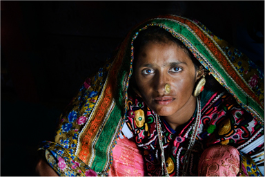 07-woman-in-traditional-dress