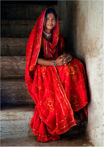 08-girl-in-her-bridal-sari