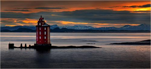 329-SUNSET-AT-THE-RED-LIGHTHOUSE.jpg