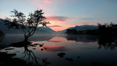 122 Autumn_sunrise_Padarn_lake.jpg