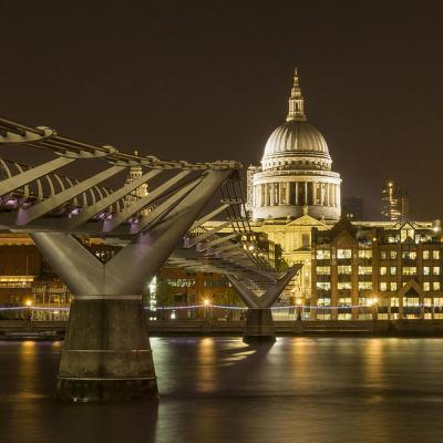 205 Millenium Bridge towards St Pauls.jpg