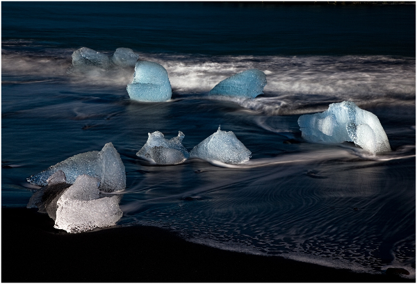 223be-ice-on-volcanic-beach
