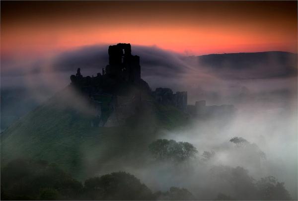 438cg-corfe-castle-in-the-mist