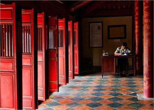429-The-red-temple-doors.jpg