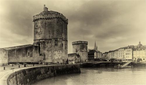 421 Harbour, La Rochelle.jpg
